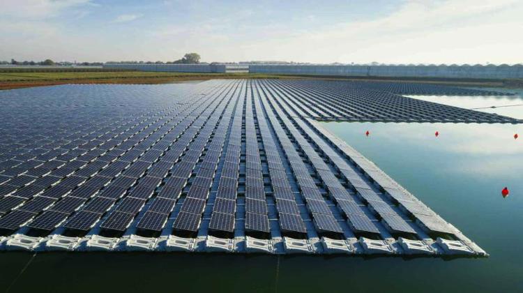 Tailandia construye la mayor planta hidrosolar con 144.000 paneles flotantes