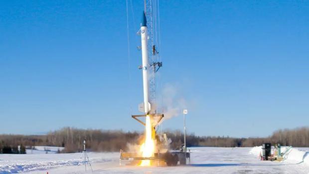 Lanzan exitosamente un cohete impulsado con biocombustible.