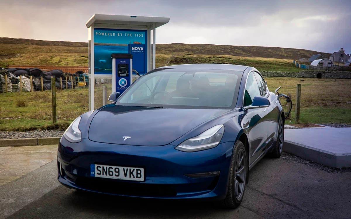 Autos eléctricos alimentados por el mar
