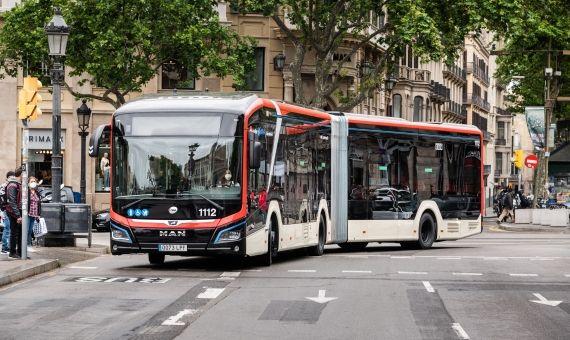 Barcelona probará un autobús 100% eléctrico de 18 metros y carga nocturna